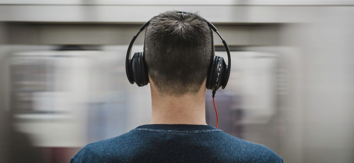 headphones-man-music-person-374777
